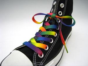 この靴紐は多色使いできれいなグラデーションを表現しています。 多色使いなので地味なイメージの単色のスニーカーも彩り豊かになりますね。